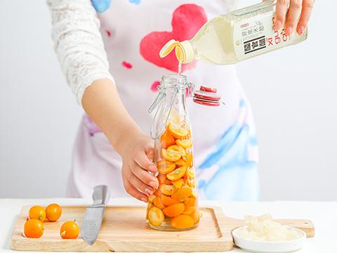 Fill to the brim with XI GUAN CU Rice Vinegar.