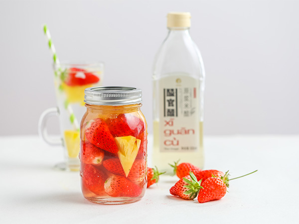 XI GUAN Strawberry-Infused Vinegar Drink
