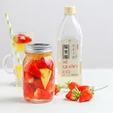 XI GUAN Strawberry-Infused Vinegar Drink