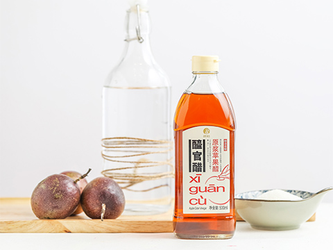 Prepare the ingredients needed to make passion fruit infused vinegar.